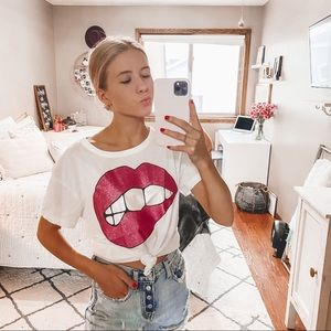 Chaser glitter pink lips graphic tee S
